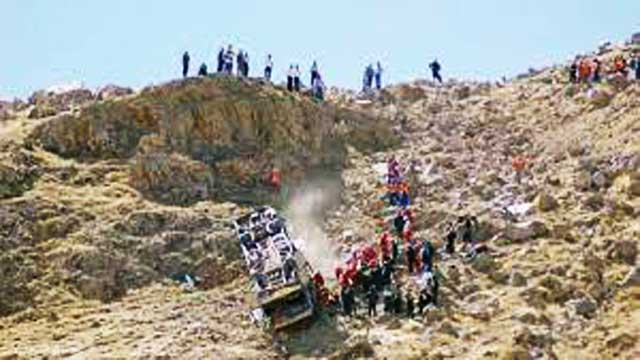 Southern Peru: Bus falls into deep gorge after overturning, 27 Deaths